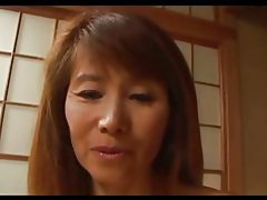 スリムな成熟した日本人が性交を楽しむ